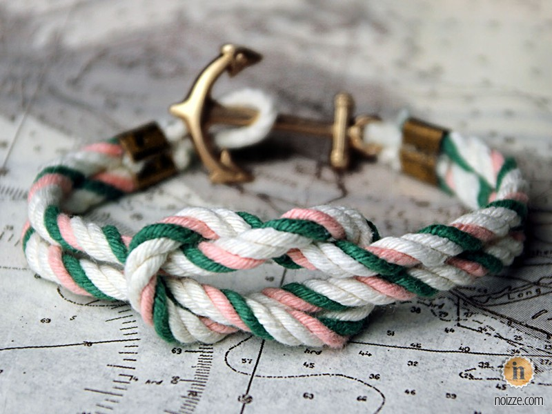 Браслет из морского узла